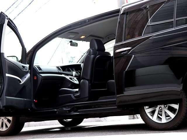 パノラマオープンドア(助手席側センターピラー内蔵ドア)による大開口と多彩なシート機能の採用により、優れた乗降性・積載性、ユニバーサルデザインで人気の高いアイシス♪