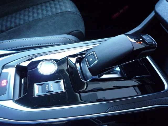 最新鋭8AT,スポーツ&エコモード、電磁式サイドブレーキを採用しております。