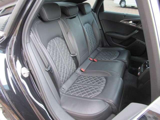 ●【お車の内装について】後席シートに大きなへたりなどはなく、座り心地のいいシートでリラックスしてゆったりと座れます。