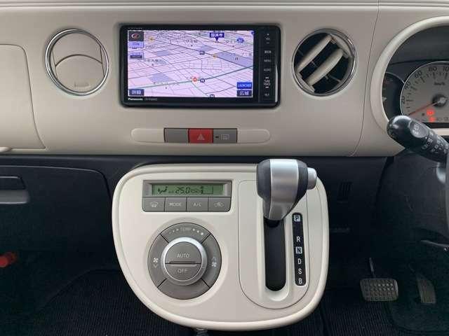 オーディオ装備も充実です。 社外メモリーナビは、ストラーダ/CN-R300WDです。 CD録音再生機能はSDカードに録音するタイプで、ブルートゥース機能は電話のみで、音楽再生機能はついておありません