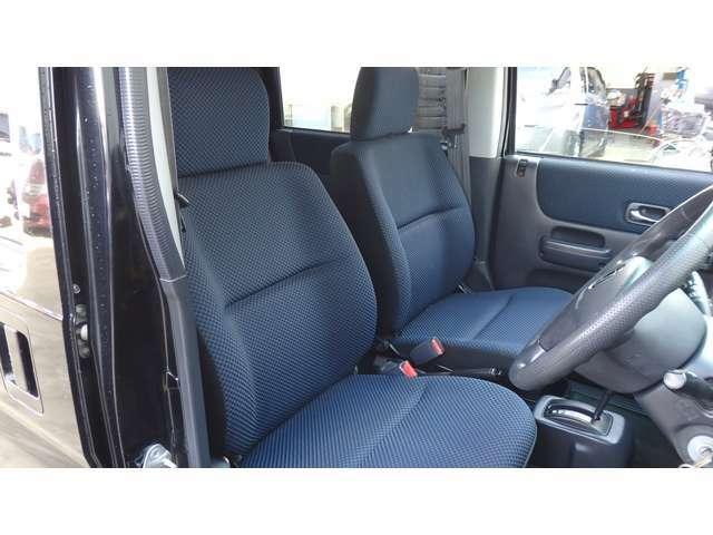 フロントシート 運転席アームレスト付き