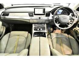 -シートヒーター(フロント&リヤ)-サンバイザーメイクアップミラーライティング(フロント)-デコラティブパネル