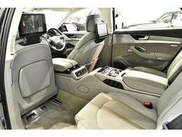 サイドエアバッグ、カーテンエアバッグ、頸部衝撃緩和ヘッドレスト、EBD付ABS、ブレーキアシスト、クルーズコントロール
