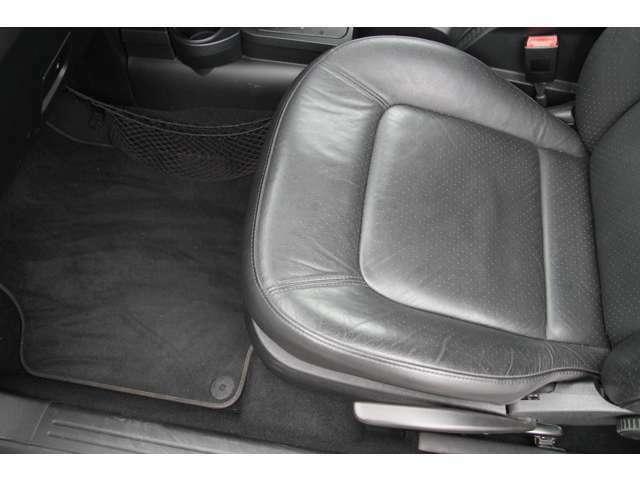 運転席&助手席はシートヒーターを装備しております!