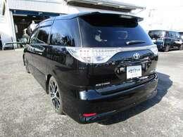 エスティマの左リヤビュー UV&プライバシーガラスで、車内の紫外線&プライバシーをシャットアウト
