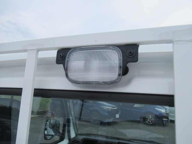 荷台にライトがついています。夜間も便利です!