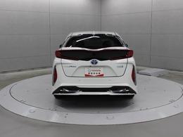 スイッチを押すだけで駐車スペースを判断し駐車のアシストを行う「シンプルインテリジェントパーキングアシスト」が装備されています。