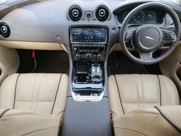 JAGUARの『XJ』を認定中古車でご紹介!スライディングパノラミックルーフ、全席ベンチレーション、BSM、アダプティブクルーズコントロール、ブラインドスポットモニター、MERIDIAN