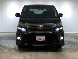 明るいヘッドライトで暗い道の運転も快適に。
