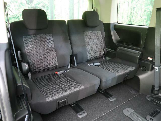 サードシートもしっかりとした造りになっております☆大勢でのお出かけにもバッチリ対応いたします♪