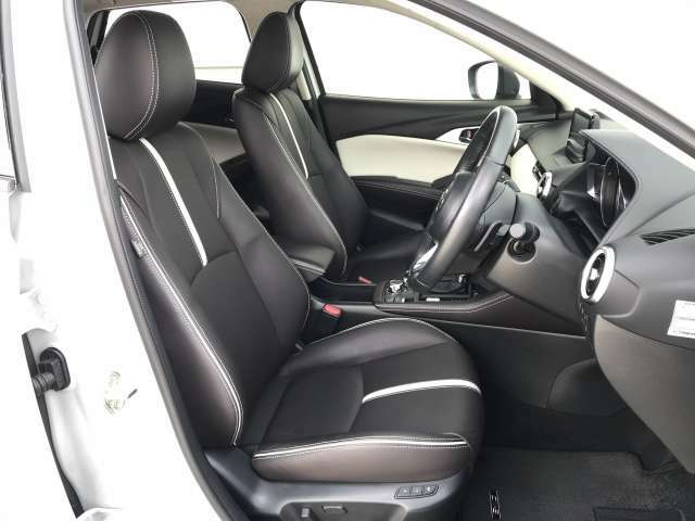 特別仕様車のExclusive Modsは、上質で落ち着きのあるディープレッドナッパレザーを採用した専用シートを白色トリムと組み合せることにより、都会的かつ先鋭的な雰囲気の醸成を表現しています