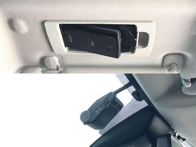 ETCはサンバイザーの後ろにスマートに収納できてETCカードの出し入れも簡単です。再セットアップ後高速道路の料金所をノンストップで通過できて大変便利です。