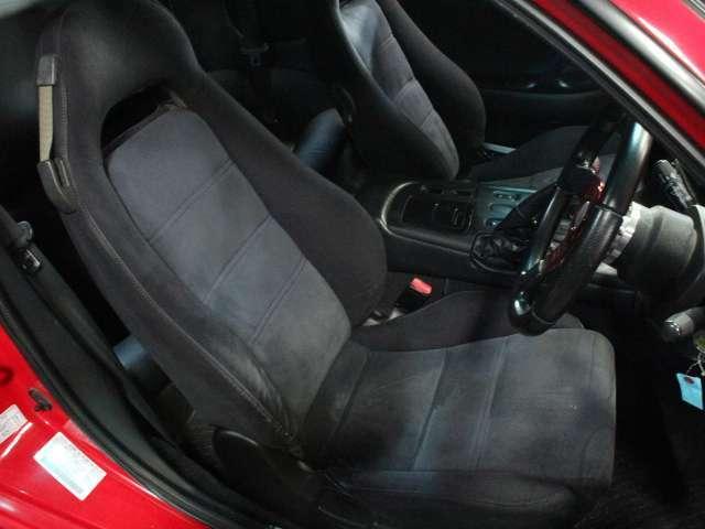 運転席シートも目立つキズや汚れはありません。気持ちよくご使用いただけます。