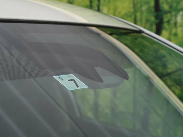 【エマージェンシーブレーキ】走行中に前方の車両等を認識し、衝突しそうな時は警報とブレーキで衝突回避と被害軽減をアシスト。より安全にドライブをお楽しみいただけます。