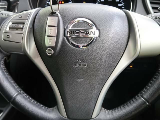 【インテリジェントキー】カバンやポケットに入れたままでもドアの施錠・解錠が可能なスマートキーを装備。エンジンのオン・オフ時もカギを取り出す必要が無いからとっても便利です♪