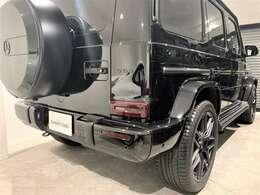 マットブラックペイントスペアタイヤカバーリング+マットブラックスリーポインテッドスター
