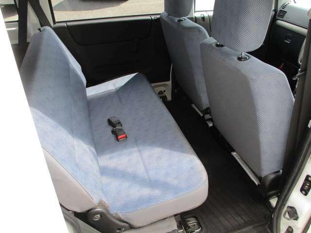 後部座席も十分な広さでお乗りいただけます!
