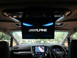 ★【アルパイン製12.8型フリップダウンモニター】も装備されております♪お子様など、ロングドライブでも退屈せず楽しくお過ごしいただけます。ミニバンでは人気No.1装備♪
