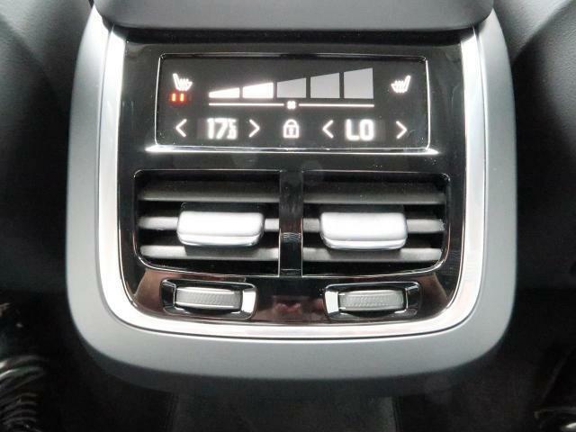 ◆後部席にもシートヒーターを完備しております!寒い冬場などに後席にお座りになる方もすぐに暖かくなり快適に過ごすことがでいる装備です♪