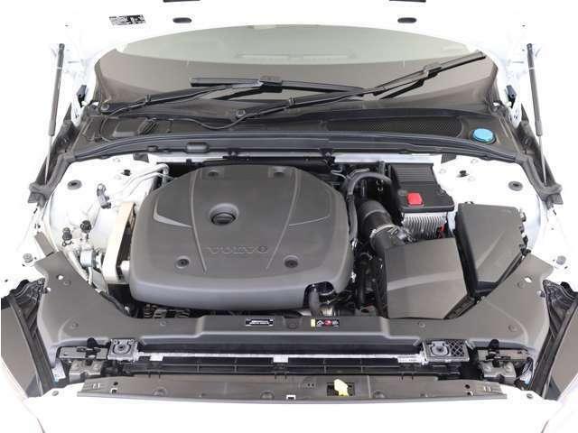 2.0リッターの排気量から187kW(254ps)/350Nm(35.7kgm)を発生するハイパフォーマンスなT5直噴ガソリンターボエンジン。余裕に満ちたパワーと卓越したドライバビリティを発揮します。