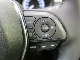 高速道路で便利な【レーダークルーズコントロール】も装着済み。アクセルを離しても一定速度で走行ができる装備です。加速減速もスイッチ操作でOKです。