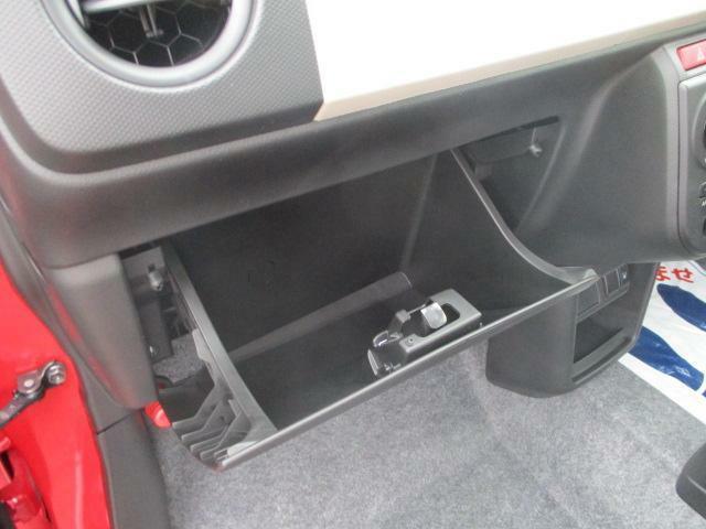助手席前の収納スペース★車検証などはグローブボックスへ☆