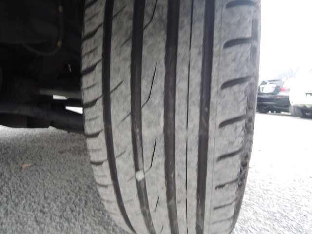 タイヤはしかkり7分山になります!
