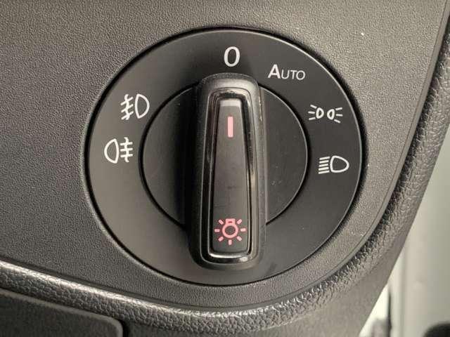ライトもハンドル脇のダイヤルでON/OFFなど可能です!オートライトもあるので切替の手間いらず!