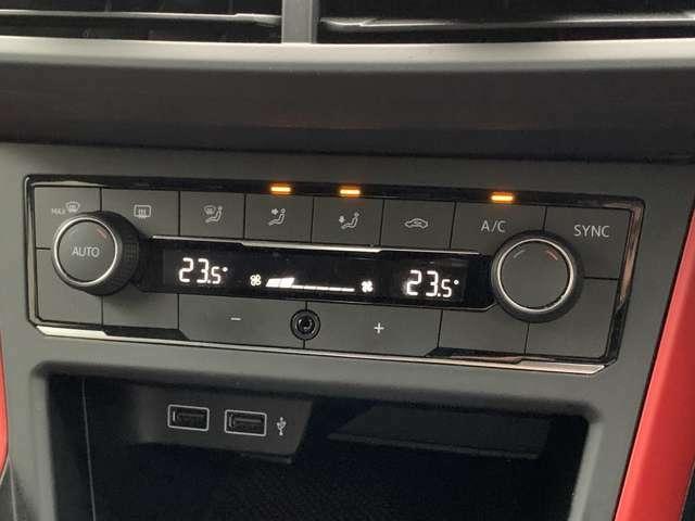 デュアルオートエアコン搭載!それぞれお好みの温度で快適な車内空間へ!