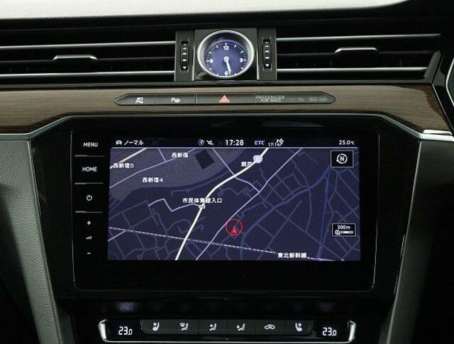 9.2インチ高画質VW純正インフォティメントシステム「DiscoverPro」大変使いやすいタッチパネル型ナビゲーションでETC2.0とエンブレム内蔵バックカメラが付いています。