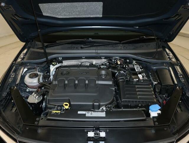 TDIエンジン【ターボ付き直噴エンジンは、排気量のダウンサイジングにて、CO2の排出削減。排気量を下げて出力低下をターボにて空気量を上げ高効率燃焼。そして、高出力、低燃費を実現】