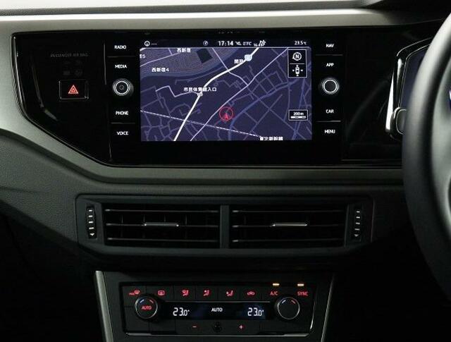 VW純正インフォティメントシステム「DiscoverPro」大変使いやすいタッチパネル型ナビゲーションでETC2.0とエンブレム内蔵バックカメラが付いています。