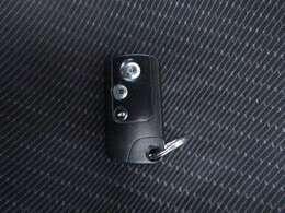 スマートキーで鍵をささずにエンジンON!身に付けているだけでいいんです!