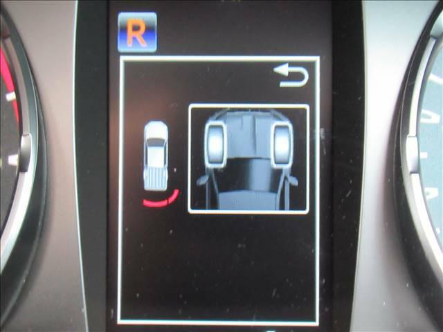 【クリアランスソナー】障害物との接近や距離を音やディスプレイ等で警告します。不慣れな駐車や安全を守ります。