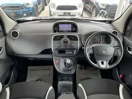 乗り心地に定評のあるカングーです!視界も広く運転もしやすいです!希少なデザインで人気のカングーを是非ご覧ください!