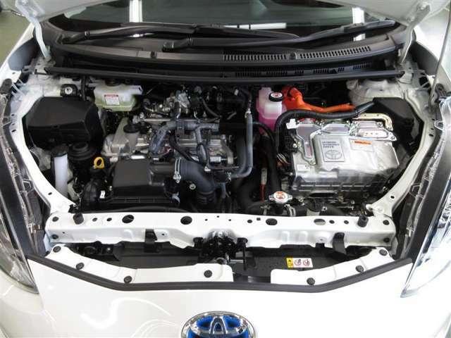 エンジンとモーターのダブルパワーで高い加速性能を発揮。スタート時や高速道路での合流もスムーズです。