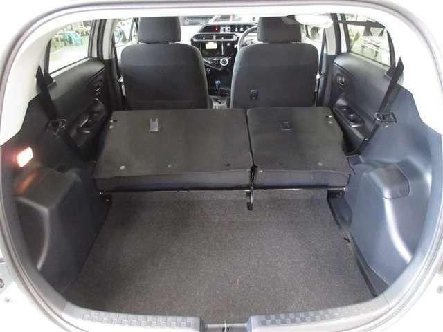 リヤシートバックを倒すと広いラゲージスペースが。タイヤ4本の積載も可能です。