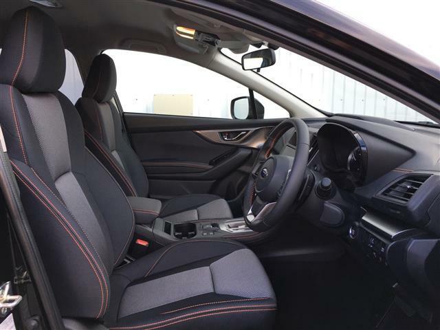 【運転席】機能的な装備が充実したコックピットは、走る喜びを感じられる快適空間です。