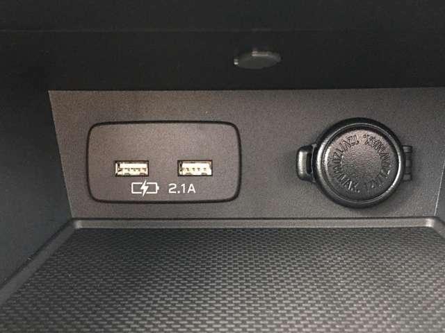 純正USBソケット×2