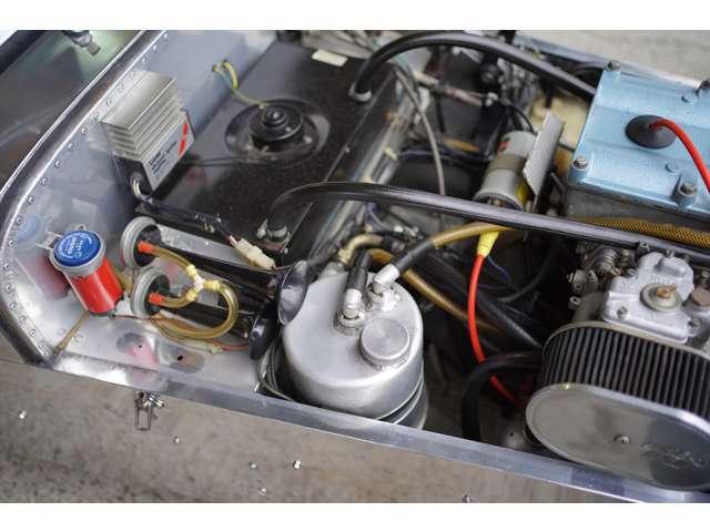 ドライサンプも後付け装着されている為、高回転を多用するシーンでもオイル管理は安心です。