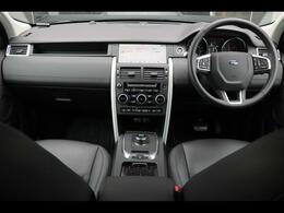 キーレスエントリー/エンジンスタート&ストップボタン、10ウェイパワーシート(フロント)コンソール&アームレスト、クライメイトコントロール(チラー)コンフィギュラブルインテリアムードライティング