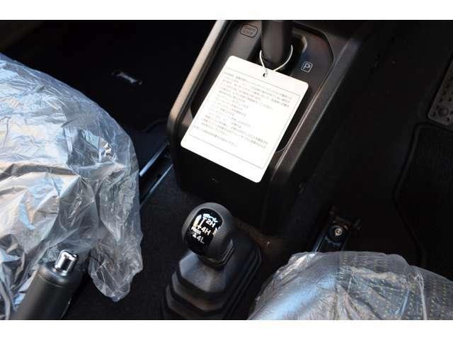 2WD・4WD切り替えレバーが付いており、山道や急こう配時には活躍してくれます♪♪
