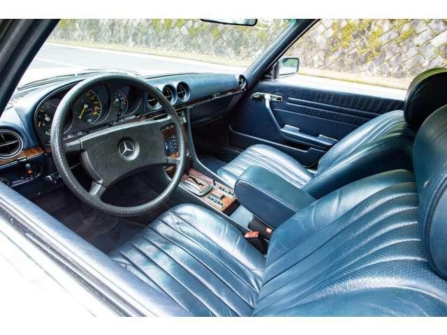 ETC車載器は助手席グローブボックス内上部に設置しております。