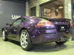 弊社は全国5店舗(SANC.東京、SANC.芦屋、SANC宝塚、SANC西宮、SANC.福岡)にて、新車・中古車及びオートバイ等を取り扱う総合輸入車ディーラーです。