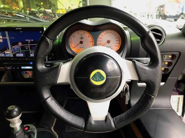 運転席、助手席エアバック装備。