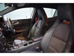 ホールド性に優れたレッドステッチ入りブラックレザーシートを装備!メモリー機能付きパワーシート、シートヒーター、ランバーサポートと多機能設計です!