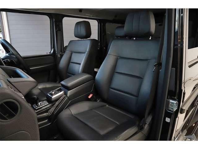 前席にはシートヒーターが付いているので快適にご使用頂けます。