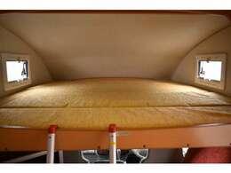 バンクベッドも広々です☆サイズは170cm×188cm(大人3名)になります♪