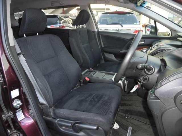 運転席周りです。内装の状態は良好です。当店では内装は全てクリーニング済みでご納車となります。