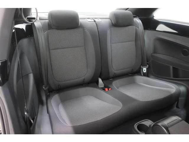 シートは適度な硬さによって長時間の運転でも疲れにくく設計されています。長年培われたドイツ車のシートをご体感ください。
